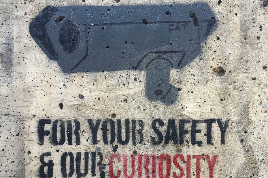 For din sikkerhet og vår nyskjerrrighet